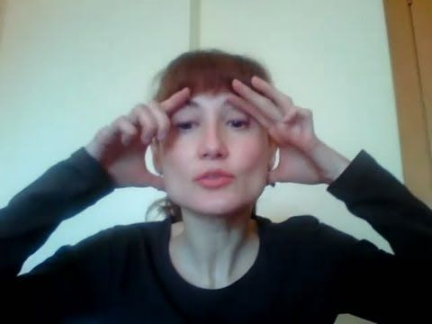 Yoga facial.cejas y párpado superior