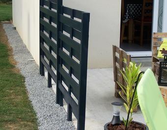 Mon salon de jardin et mon claustras en palettes jardin,palettes,salon,claustras,coussin: