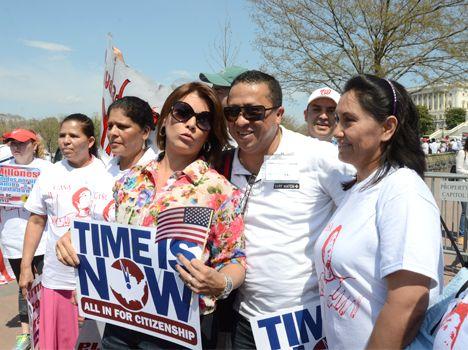 Imágenes de la Marcha #A10: Olga Tañón fue una de las invitadas estelares. Más fotos: http://www.washingtonhispanic.com/ver_galeria.php?id=315