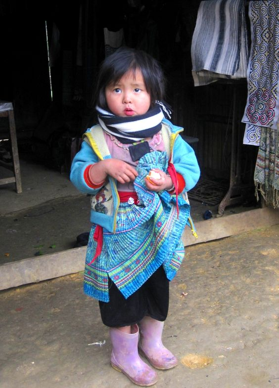 Em bé H'Mông
