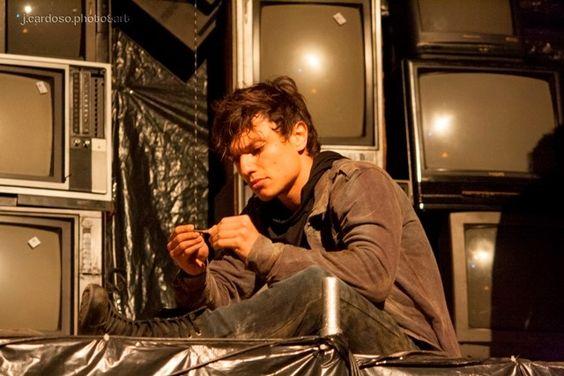 O Filho, de Alexandre Dal Farra com o Teatro da Vertigem, direção Eliana Monteiro.