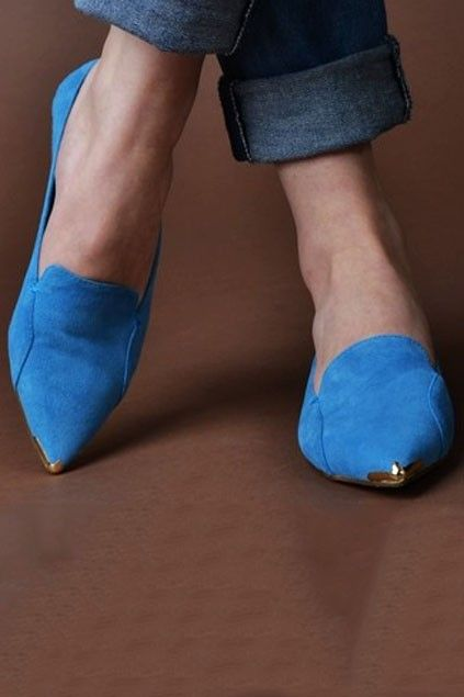 Distinctive Pointed-toe Flats with Unique Metal Toe