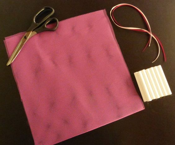 Seu guarda-roupa está cheirando mofo? Aprenda como fazer um saquinho antimofo que não custa caro e é super fácil de fazer!