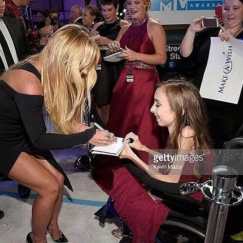 #BritneyVMAS #VMAS #BritneyOnVMAs (VerOnline bit.ly/britneyvmas): Britney cumple sueño de niña de #makeawish