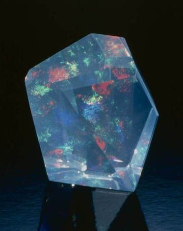 Figure 16. Contra luz opal from Opal Butte, Morrow County, Oregon; approximately 27 carats, cut by Kevin Lane Smith. Tino Hammid photo.