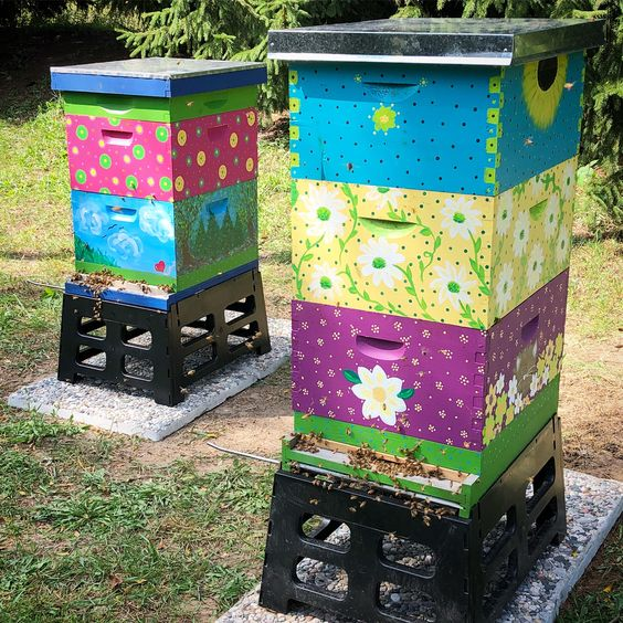 Each of the hives, at Indigo Acres Apiary, is hand painted with love.💚🐝🎨