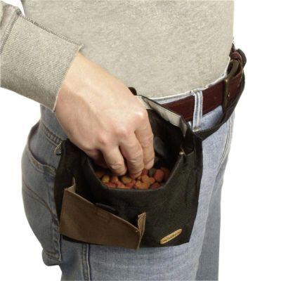 Mit dieser praktischen Futtertasche sind Leckerlis immer sofort griffbereit. Durch die Metallbügel-Öffnung muss man nicht erst lange in engen Taschen suchen. Bei Bedarf können die Bügel zusammengedrückt werden und nichts fällt heraus. https://www.plus.de/p-1409980000?RefID=SOC_pn