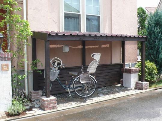 かわいいサイクルポート 自転車置き場 Diy 自転車小屋 自転車置き場