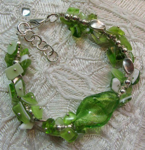 Pulsera con cristales verdes - María Tenorio - Picasa Web Albums - via http://bit.ly/epinner