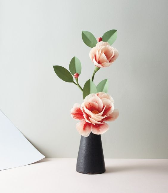 A new guide to making unbelievably realistic paper blooms.