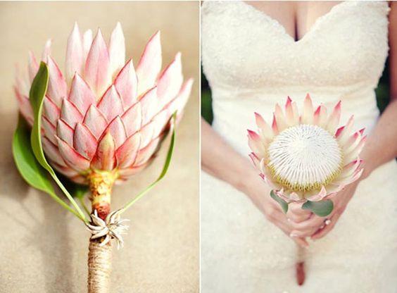 robe de mariee blush avec quel bouquet de mariée | bouquet-mariee-simple-protea