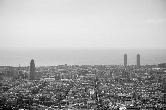 Cati i Josep se casan este verano en Mallorca, pero querían hacer unas fotos preboda en Barcelona, la ciudad dónde empezó su historia de amor.  Barcelona nos brindó un día soleado espectacular, y unas vistas a toda la ciudad que son difíciles de olvidar. #preboda #prewedding #bodamallorca #fotografia #fotografobodamallorca #fotografiabodamallorca #visandco #visandcompany WWW.VISANDCOMPANY.ES