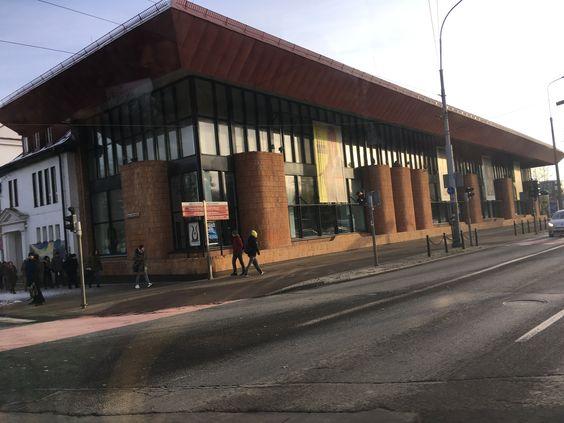 Балтийская опера из окна трамвая