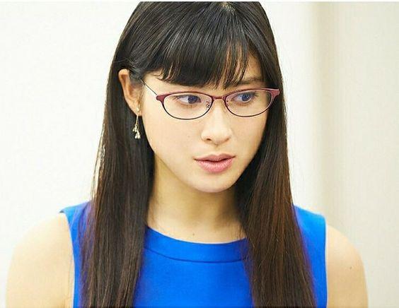 眼鏡の土屋太鳳