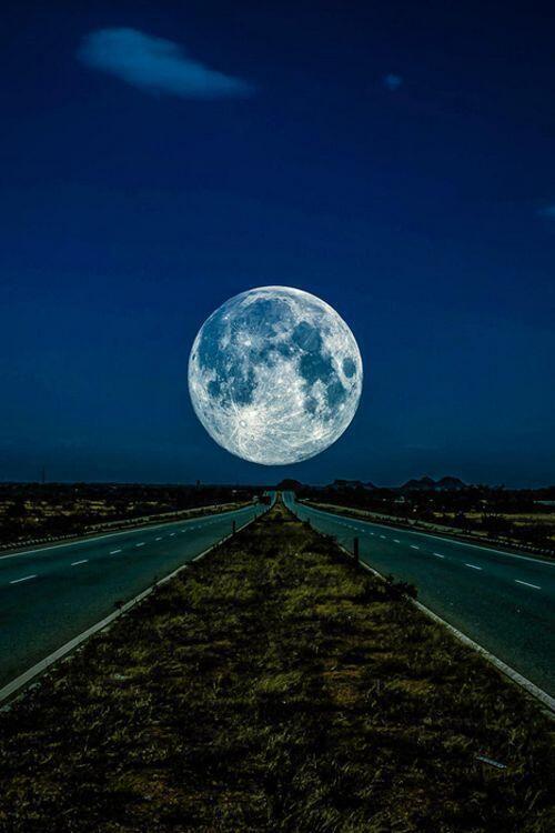 A lua é dos namorados...