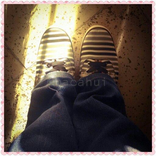 Hoy el sol se asomo un poco pero aun así siento mucho frío, y con gripe lo siento mas  #Keds #Shoes