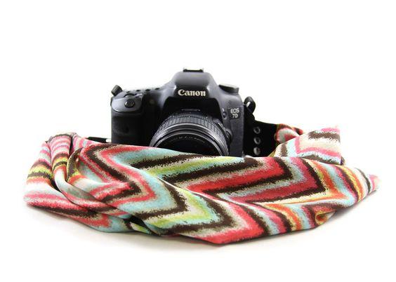 Chevron Sherbert Chic Scarf Camera Strap von Capturing Couture bei DESIGNSTRAPS.de unter: http://www.designstraps.de/kameragurte/tragegurt/1422/chevron-sherbert-chic-scarf-strap?c=3