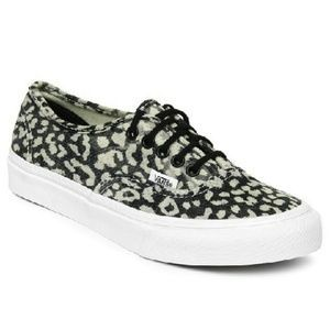 I just discovered this while shopping on Poshmark: VANS Classics Authentic Slim Leopard Washed Print. Check it out! Price: $45 Size: Various