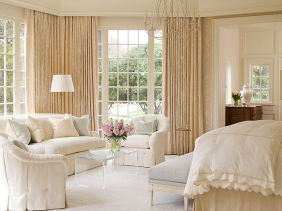 Romantic bedroom decor in a traditional home with interior design by Phoebe Howard. #bedroom #traditional #interiordesign #whitedecor