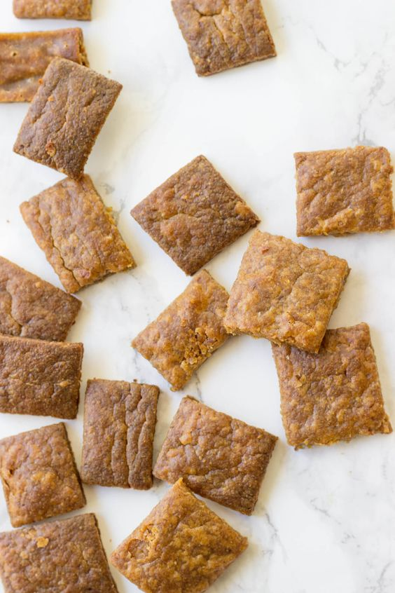 Paleo Cheez-Its! Just 4 ingredients stand between you and these Paleo crackers!: