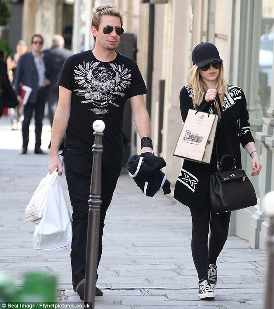 Is anyone else SO over Avril's skater boy/rocker girl/grunge look? Enough already. Here she is with new fiancé Chad whatever from Nickelback.