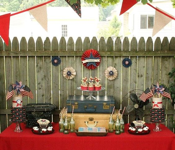 Set the scene with this Rustic Fourth of July table inspiration.
