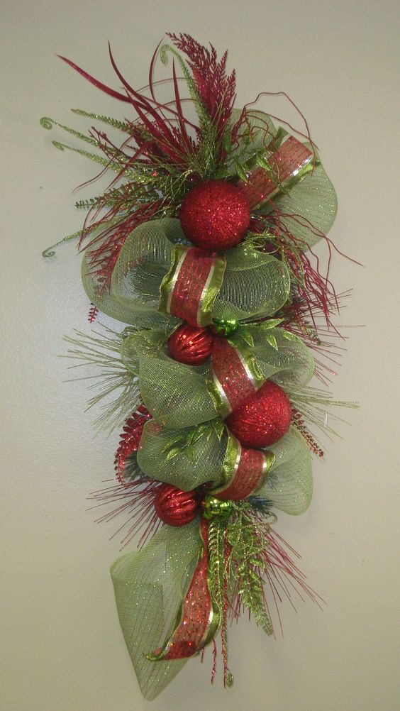 Swag christmas swags and wreaths on pinterest for Christmas swags and garlands to make