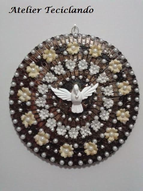 Teciclando Artes em Tecidos: Mandala com Divino Espirito Santo: