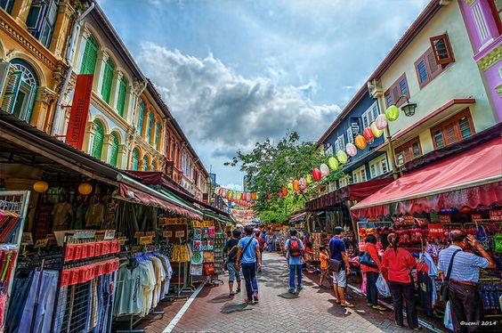 Trung tâm Chinatown pha trộn nhiều màu sắc
