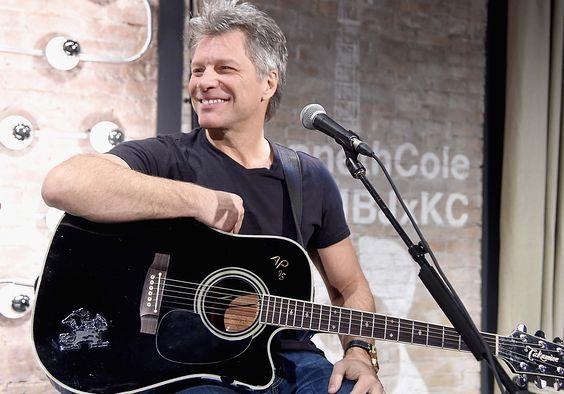 5 vezes em que nos apaixonamos (mais) por Jon Bon Jovi