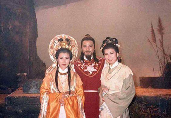 Hoa son thanh mau Hong Kong