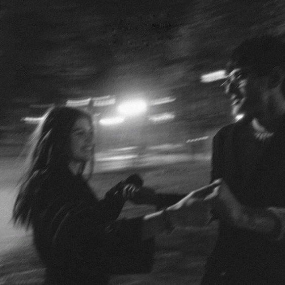 Քեզ սիրելու համար Աչքերը քիչ էին, Քեզ սիրելու համար Ձեռքերը քիչ էին, Քեզ սիրելու համար Բառերը քիչ էին, Եվ աղոթքներն էին քիչ Քեզ սիրելու…