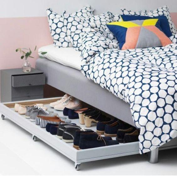 Fizemos um como esse usando um estrado de cama. Colocamos umas rodinhas de silicone. Ficou perfeito.