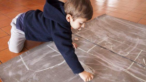 Crianças que se sujam a brincar são mais felizes – Observador