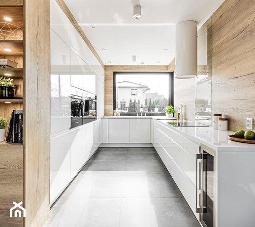 Kuchnia W Legnicy Duza Otwarta Waska Biala Bezowa Kuchnia W Ksztalcie Litery U Z Okne Kitchen Room Design Modern Kitchen Design Contemporary Kitchen Interior