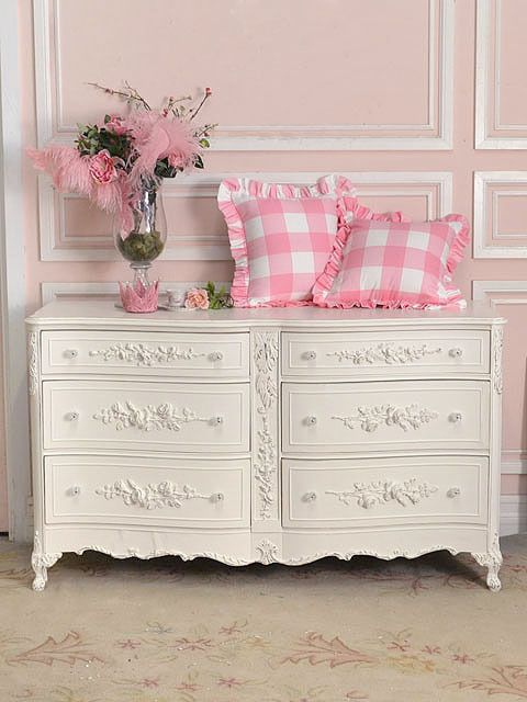 Gorgeously feminine, vintage inspired decor of the sort that I would gleefully deck my whole house out this way.