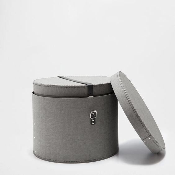 die gibt es auch in tollem braun fürs schlafzimmer! http://www.zarahome.com/de/accessoires/ordnen-%26-organisieren/box-mit-trennw%C3%A4nden-c1293642p7141625.html