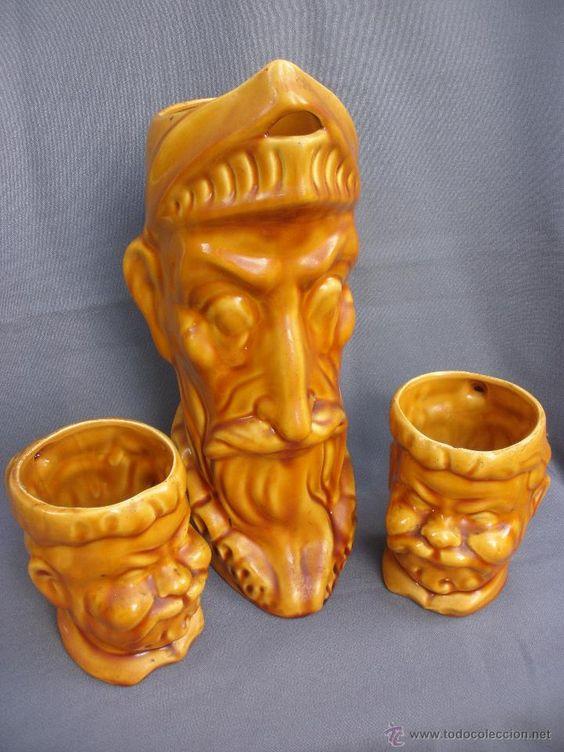 Jarra de cerámica vidriada con cara de El Quijote y jarras de Sancho Panza.