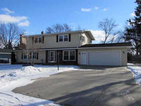 2324 Lombard Ave  Janesville , WI  53545  - $164,900  #JanesvilleWI #JanesvilleWIRealEstate Click for more pics