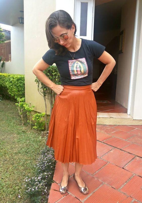 FEMINA - Modéstia e elegância: Saia plissada de couro + linkup party incrível