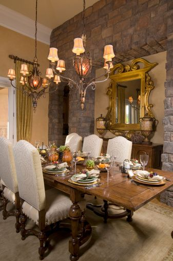 Rustic thanksgiving table setting and faux pumpkin for Dining room decorating ideas for thanksgiving