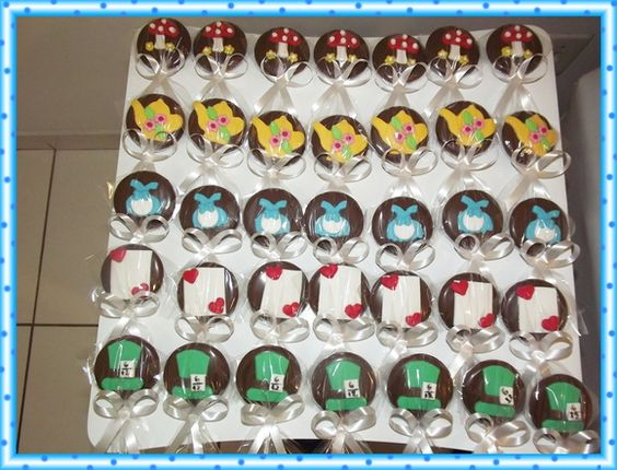 Pirulito de Chocolate no Tema Alice    Personalizados em pasta americana  Os pirulitos vão embalados em saquinho de celofane com fita de cetim  Desenvolvemos qualquer tema.  Consulte-nos R$ 2,70
