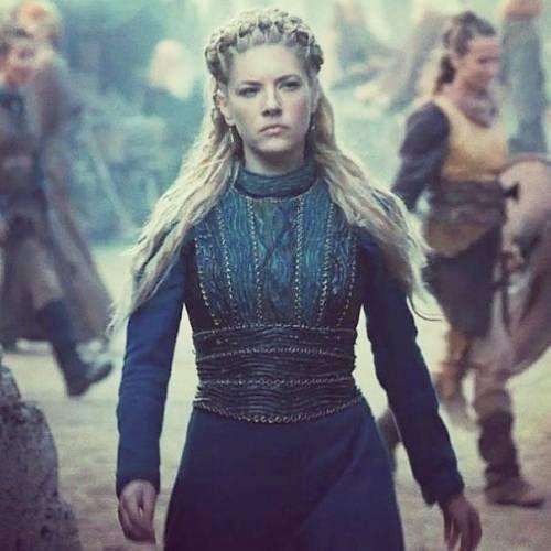 The Queen Of Kattegat Vikings Kattegat Queen Historyvikings Vikings Lothbrok Vikings History Viki Lagertha Costume Vikings Lagertha Viking Woman