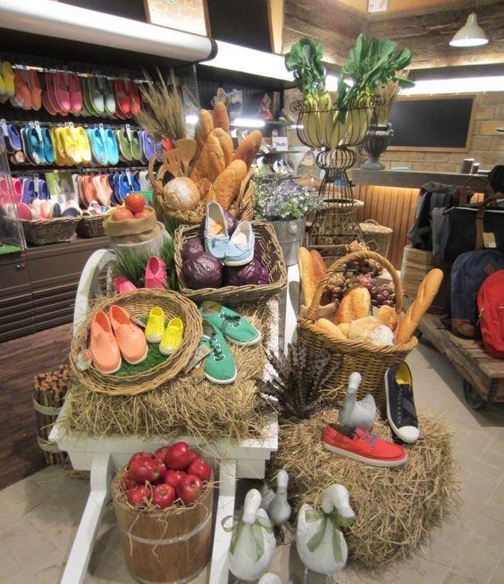Shoe Cafe' @The Promenade   ร้านรองเท้าที่นำสมัย โมเดลเพื่อสนองความต้องการของคนรุ่นใหม่ที่มีไลฟ์สไตล์ไม่เหมือนใคร เป็นร้านรองเท้าที่เต็มไปด้วยแบรนด์ชั้นนำจากทั่วโลก ...ทุกแบรนด์เลือกสรรเฉพาะรุ่นสุดฮิตที่จะให้คุณนำสมัยก่อนใคร