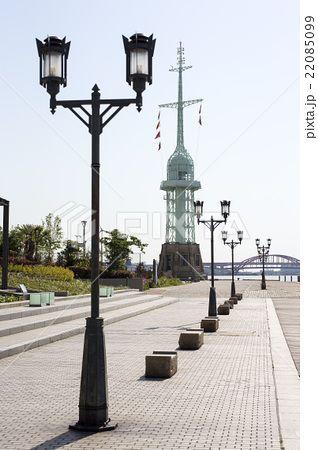 兵庫県神戸市中央区のハーバーランドに続くハーバーウォークと神戸港旧信号所の写真素材(No.22085099)。写真素材・イラスト販売のPIXTA(ピクスタ)では1,720万点以上の高品質・低価格のロイヤリティフリー画像素材が540円から購入可能です。毎週更新の無料素材も配布しています。