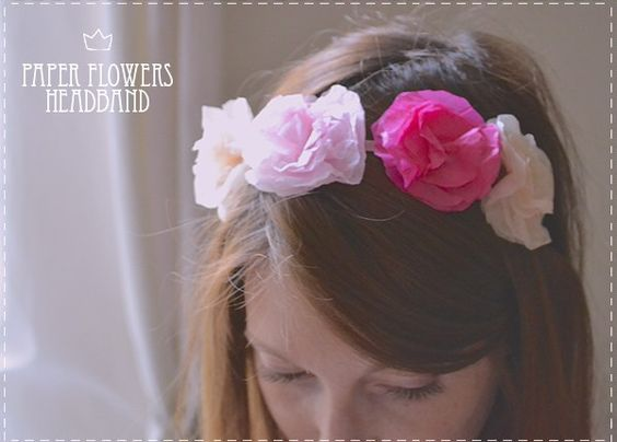 Aujourd'hui je suis ravie d'avoir pour invitée la jolie Amélie du blog Queen for a day (un blog que j'ADORE!!) qui va vous expliquer comment réaliser facilement une jolie couronne de fleurs en papier de soie.