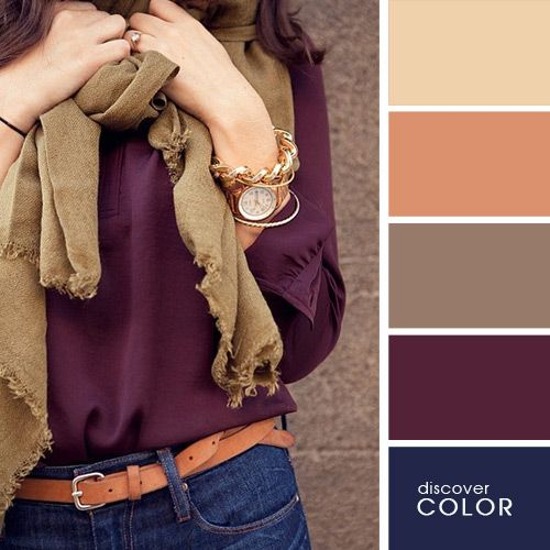 Chica usando una blusa de color morado con un pantalón de mezclilla y una bufanda color marrón