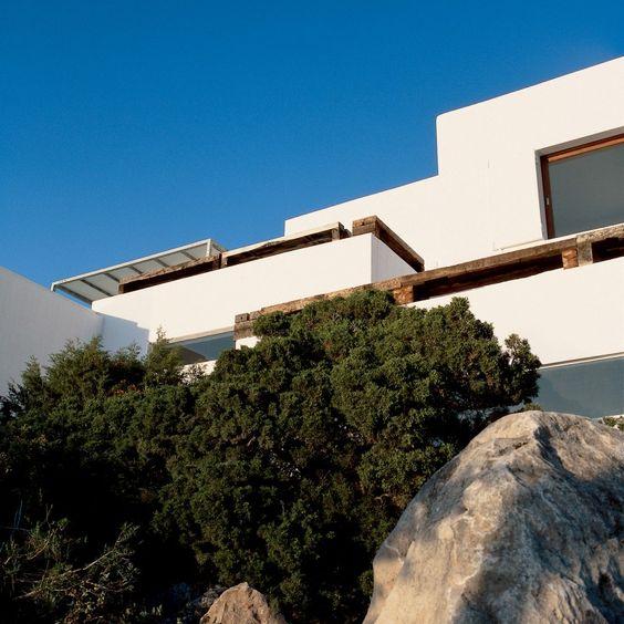 Casa blanca enfrente del mar
