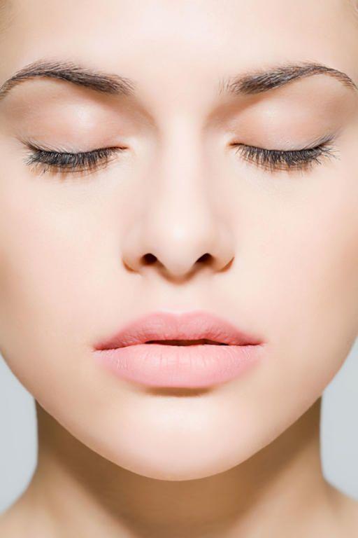 ترطيب البشرة الجافة في الشتاء بهذا الزيت مجلة سيدتي البشرة الجافة تتعرض للكثير من مشاكل الجفاف تحديدا في فصل ال Clear Skin Healthy Glowing Skin Healthy Skin