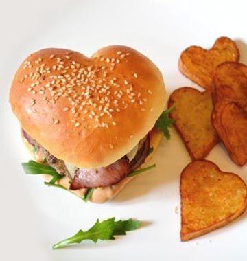 Burger en forme de coeur pour les amoureux - les meilleures recettes de cuisine d'Ôdélices